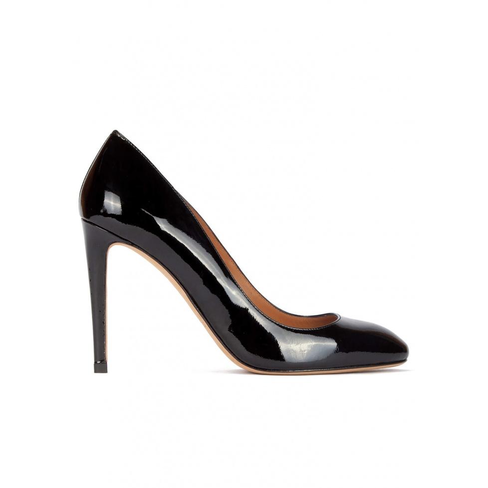 Zapatos de salón de tacón alto en charol negro