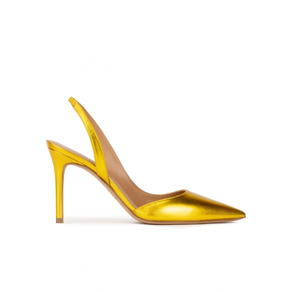 Heeled pointy toe pumps in yellow metallic leather
