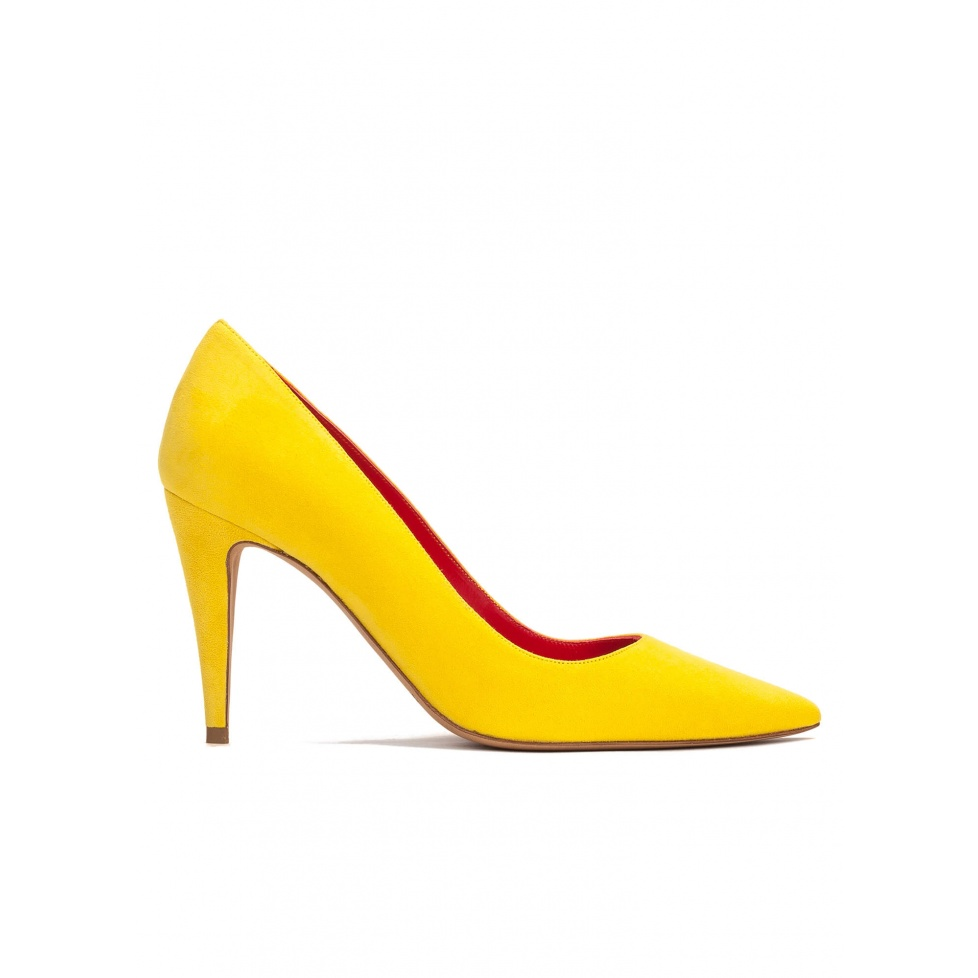 High heel pumps in yellow suede