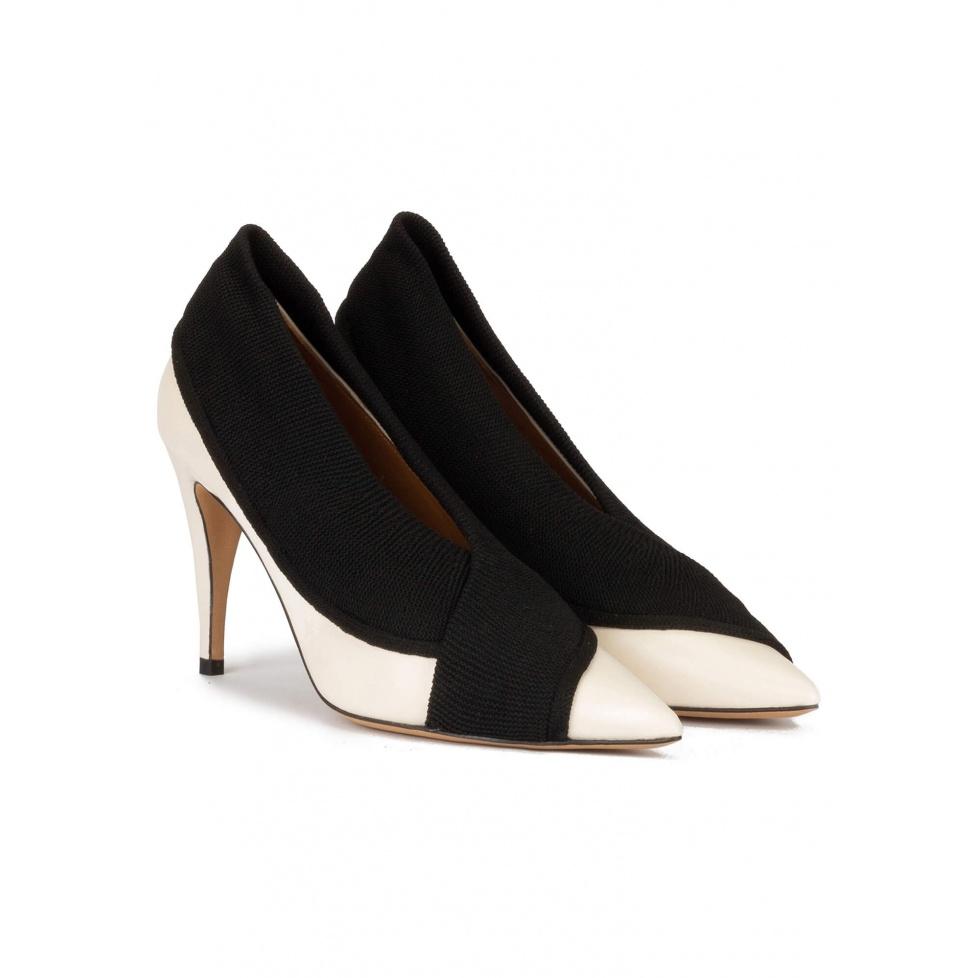 Zapatos blancos de piel con tacón alto y tejido en color negro