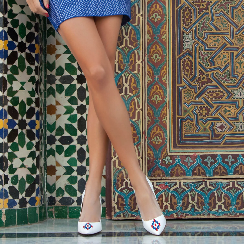 White tribal heeled pumps - online shoe store Pura Lopez