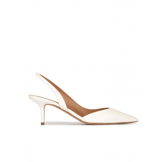 Slingback low heel pumps in offwhite leather Pura López