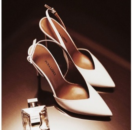 Zapatos destalonados de tacón alto y punta fina en piel color blanco Pura López