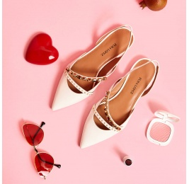 Zapatos planos de punta fina en piel blanco roto Pura López