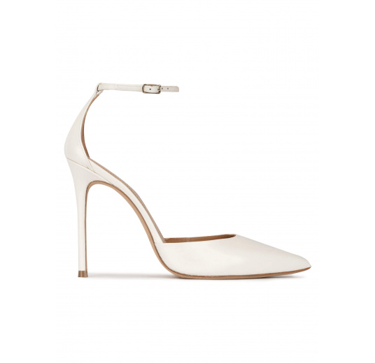 Ankle strap heeled pumps in off-white leather Pura López