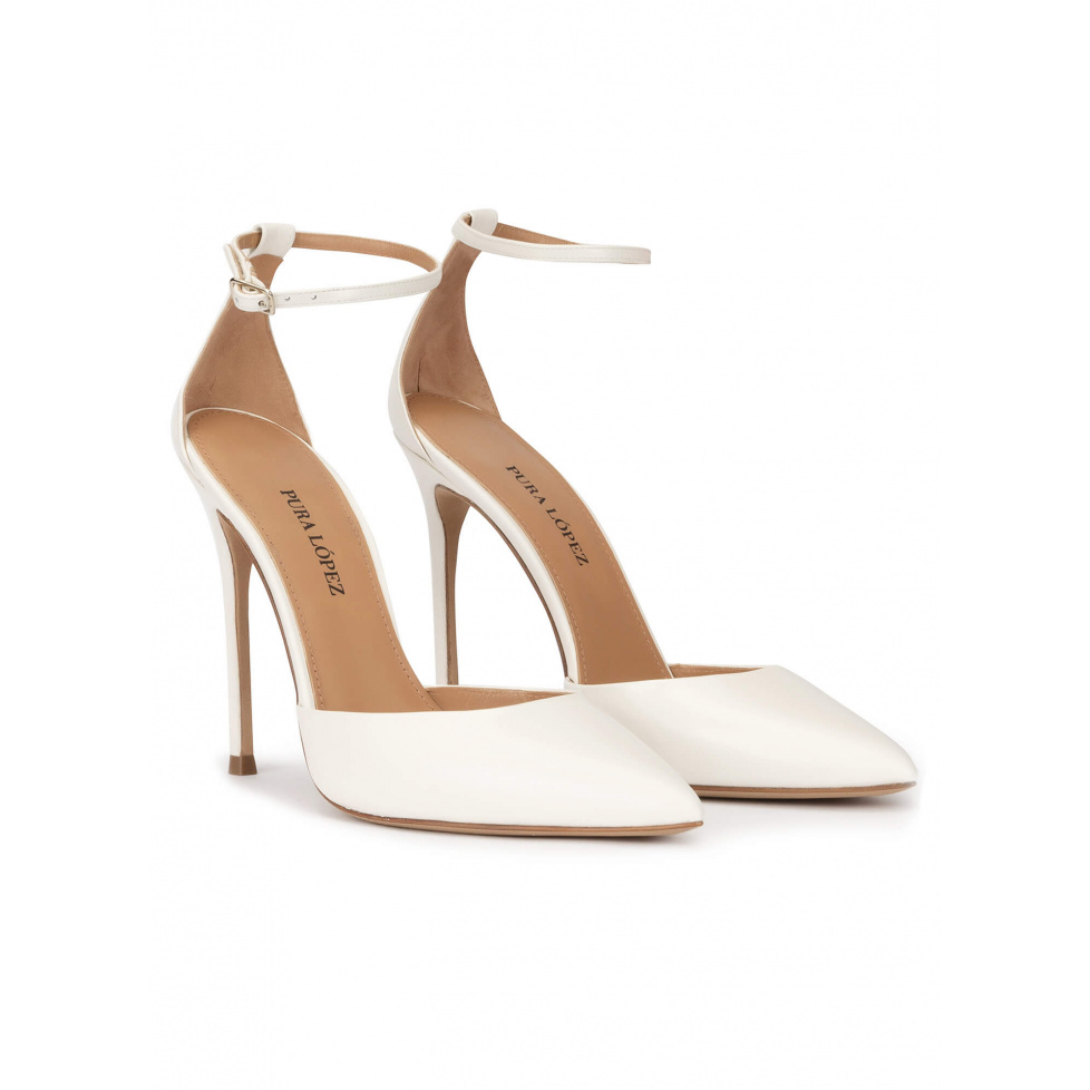 Ankle strap heeled pumps in off-white leather