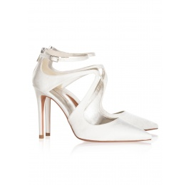 High heel bridal shoes in offwhite satin Pura López
