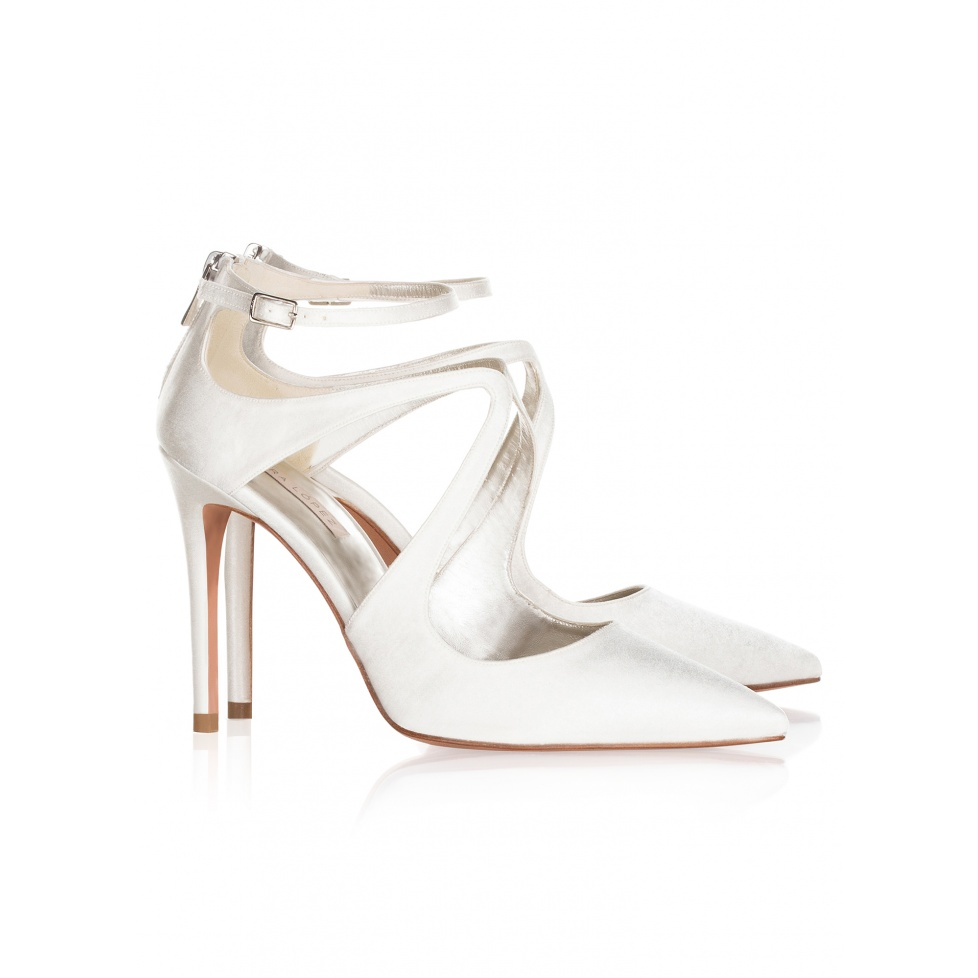Bridal shoes Pura Lopez in offwhite satin