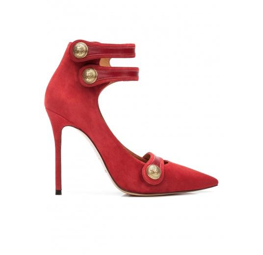 Zapatos de tacón alto en ante cereza con botones Pura López