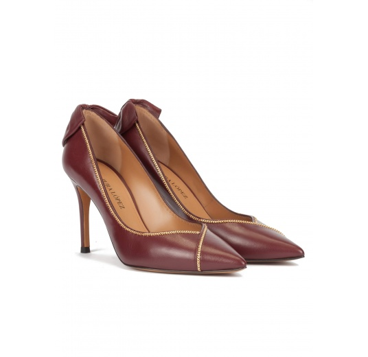 Bow-embellished pointy toe shoes in burgundy leather Pura L�pez