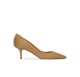 Mid heel point-toe pumps in camel suede Pura López
