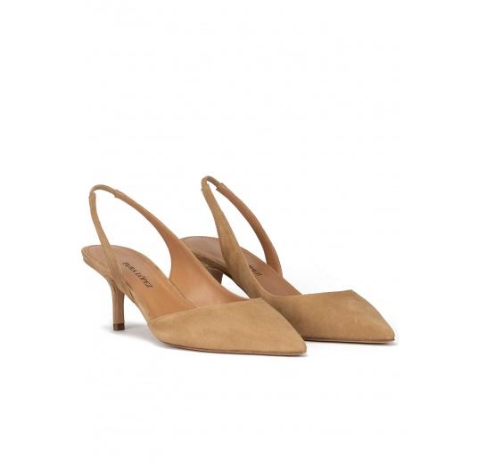 Zapatos de talón abierto con tacón medio en ante camel Pura López