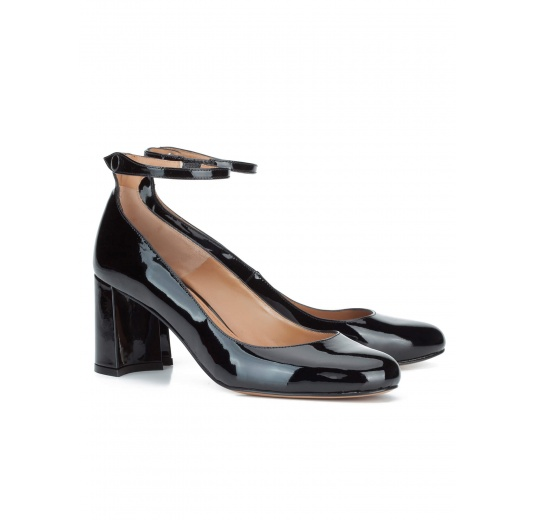 Ankle strap mid heel shoes in black patent leather Pura L�pez