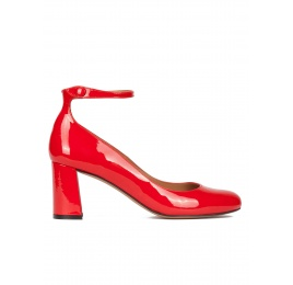 Ankle strap block heel shoes in red patent leather Pura López