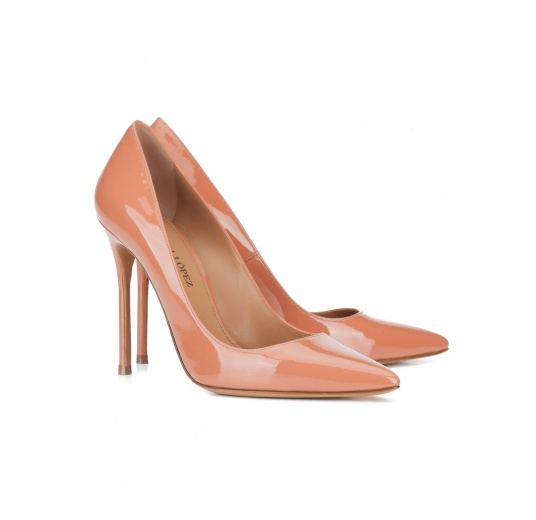 Heeled pumps in old rose patent leather Pura L�pez