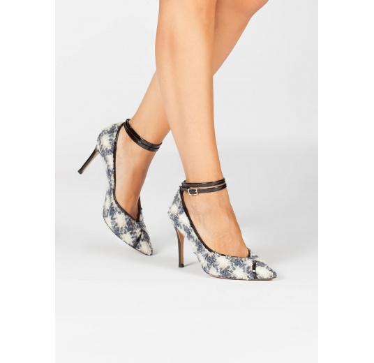 Zapatos de tacón en tejido de cuadros con pulsera en charol negro Pura L�pez