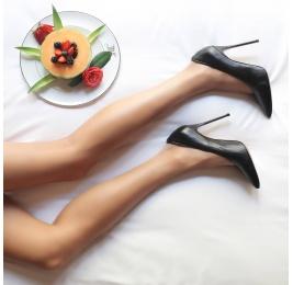 V-cut heeled pumps in black nappa Pura López