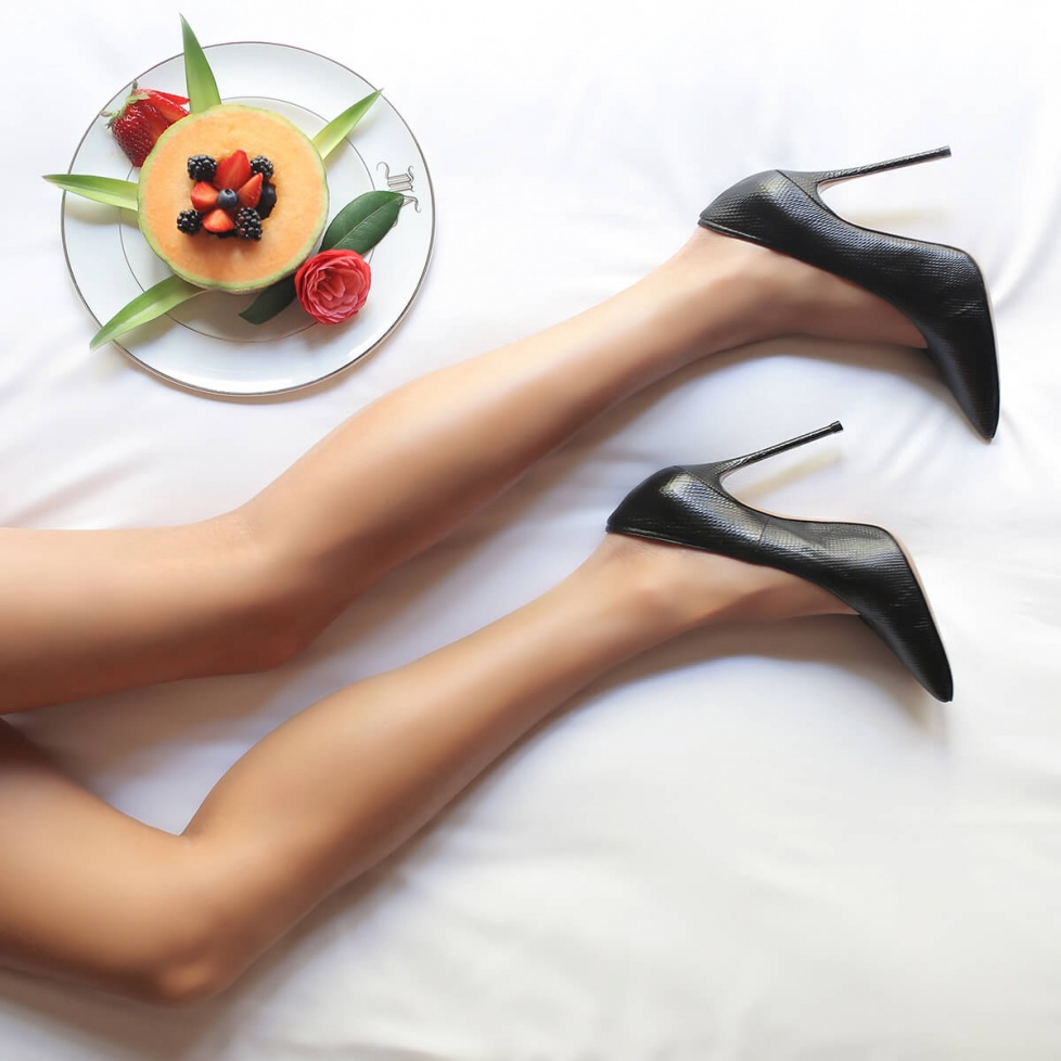 Black V-cut high heel pumps - online shoe store Pura Lopez