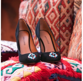 Tribal trimmed high heel pumps in black suede Pura López