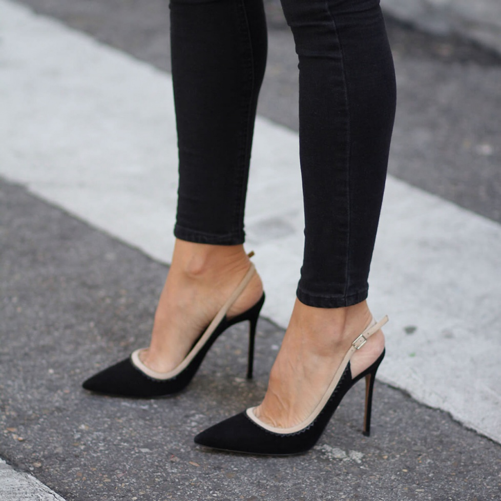 Heeled pointy toe pumps in black suede