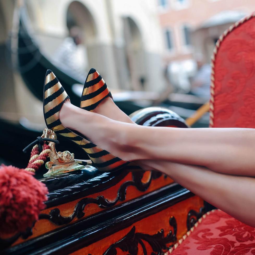 Black-gold striped pumps - online shoe store Pura Lopez