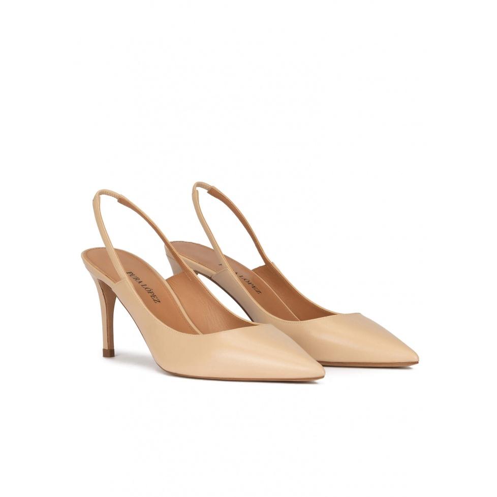 Zapatos destalonados de tacón medio en piel beige