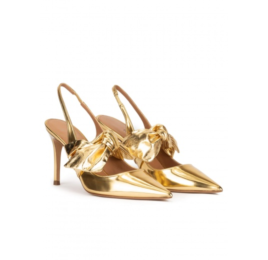 Bow detailed heeled slingback shoes in gold mirrored leather Pura López