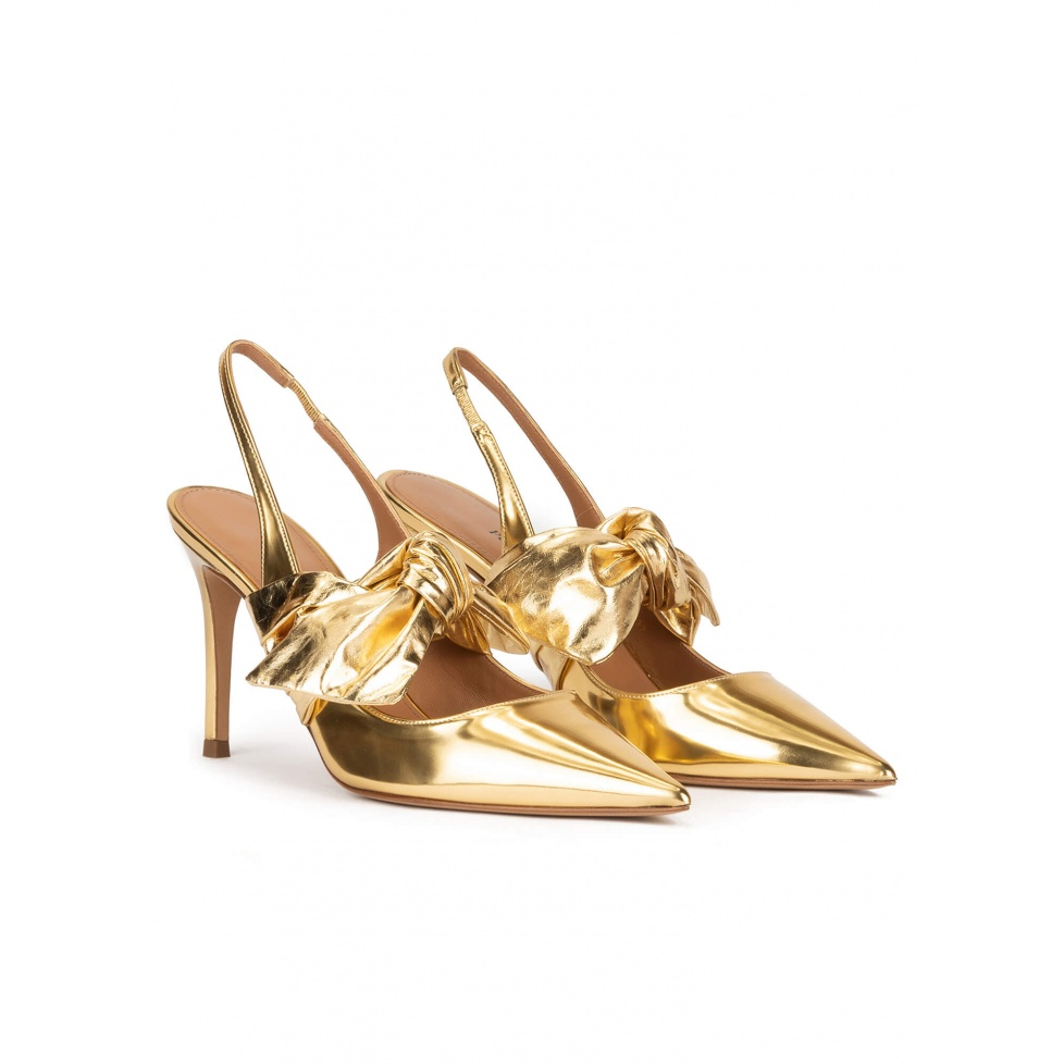 Bow detailed heeled slingback shoes in gold leather