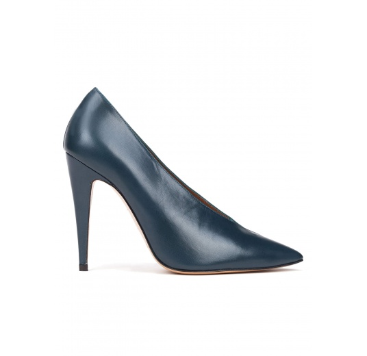 V-cut high heel pumps in petrol blue leather and suede Pura López