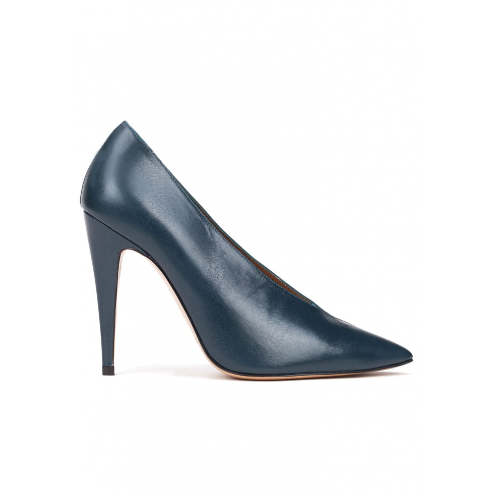 V-cut high heel pumps in petrol blue leather and suede