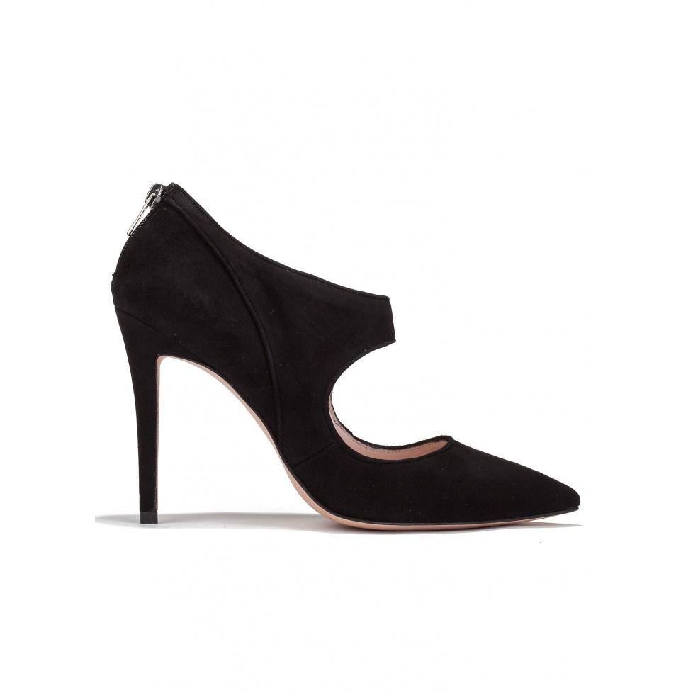 High heel pumps in black suede