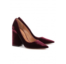 High block heel pumps in burgundy velvet Pura López