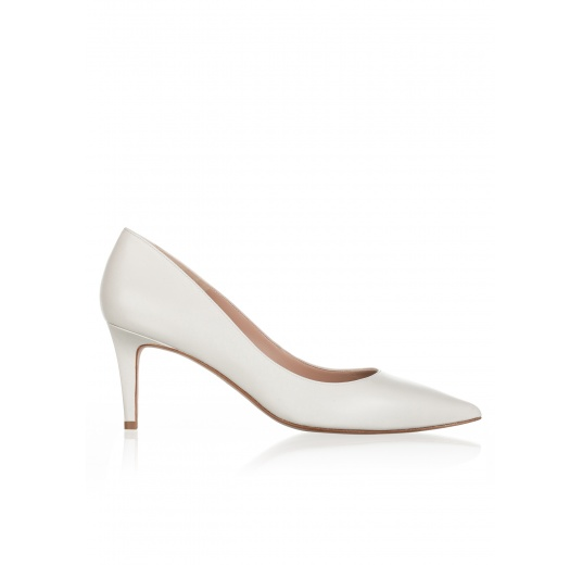 Mid heel pumps in natural white leather Pura L�pez