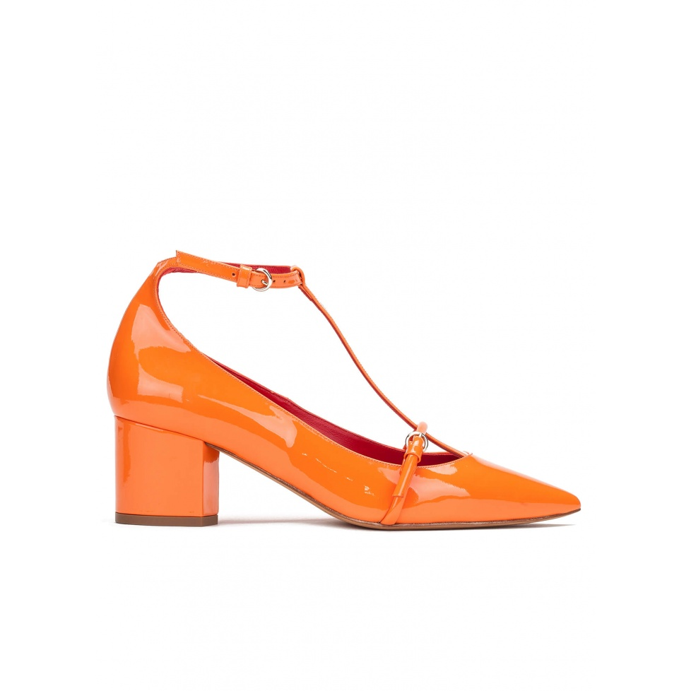 Mid heel shoes in orange patent leather