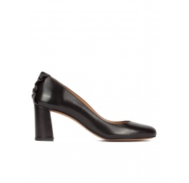 Ruffled black leather mid block heel pumps Pura López