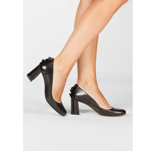 Ruffled black leather mid block heel pumps Pura L�pez