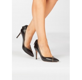 Bow-embellished pointed toe pumps in black leather Pura López