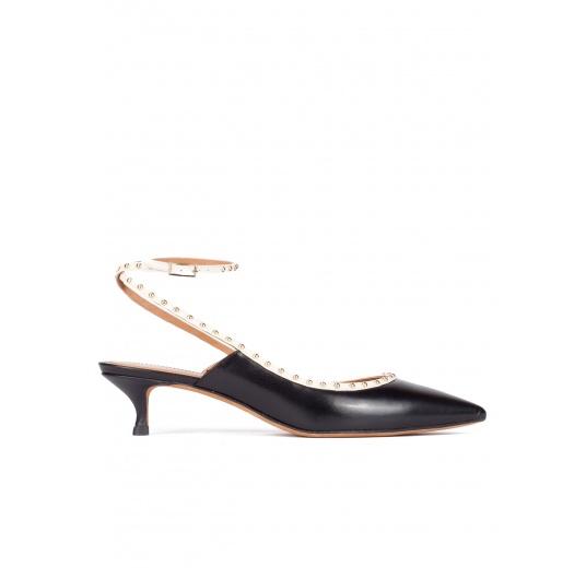 Zapatos negros de piel con tacón medio y pulsera en el tobillo Pura L�pez