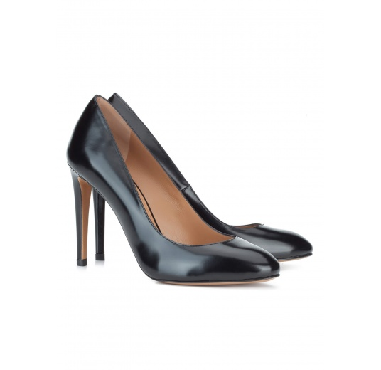 High heel shoes in black glossed leather Pura L�pez