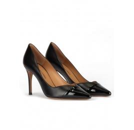 Zapatos negros de tacón alto y punta fina en piel y charol Pura López