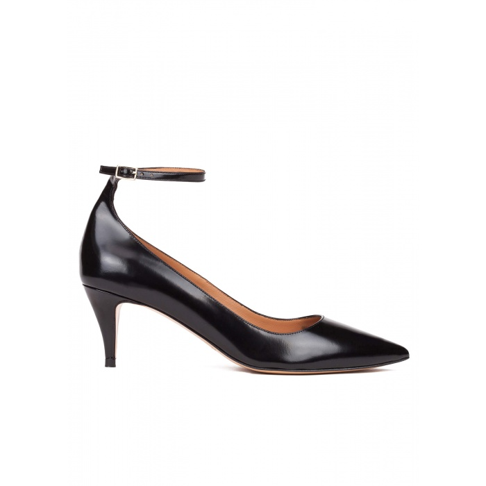 Ankle strap mid heel shoes in black leather