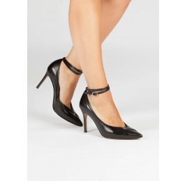 Ankle strap pointed toe pumps in black leather Pura López