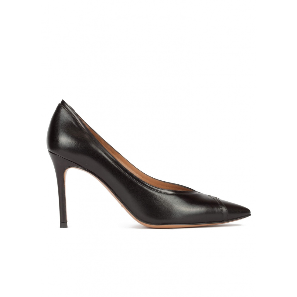 Zapatos de tacón alto en piel color negro con doble pulsera