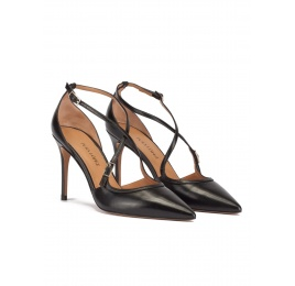 Crossover straps high heel pumps in black leather Pura López
