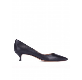 Mid-heeled pointed toe pumps in black textured leather Pura López
