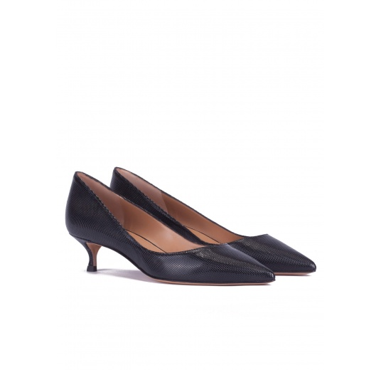 ce8b5a4c275 Mid-heeled pointed toe pumps in black textured leather Pura L pez ...