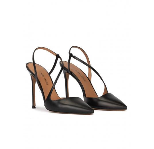 Zapatos destalonados de punta afilada y tacón alto en piel color negro Pura López