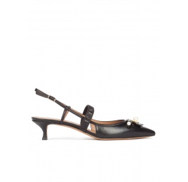 Slingback kitten heel pumps in black leather Pura López