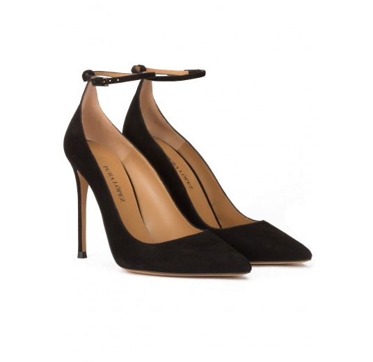Ankle strap heeled point-toe shoes in black suede Pura López