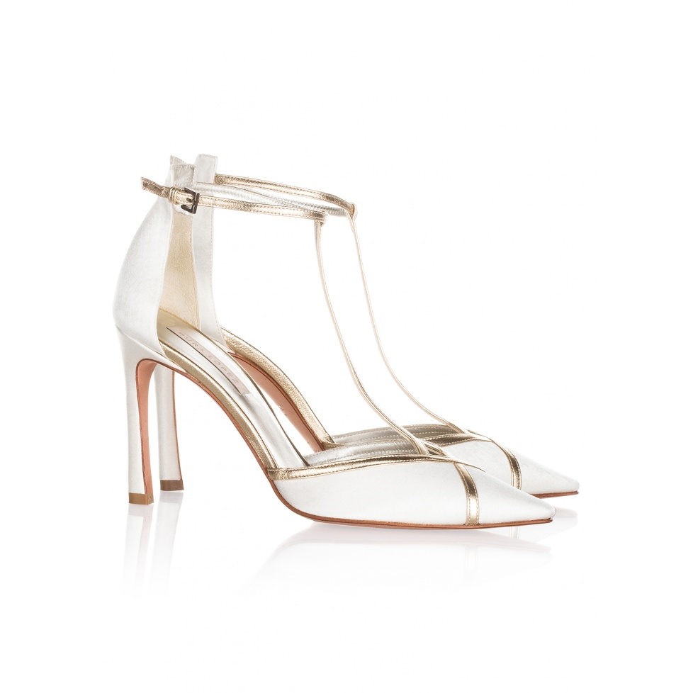 Zapatos de novia Pura López en blanco y oro